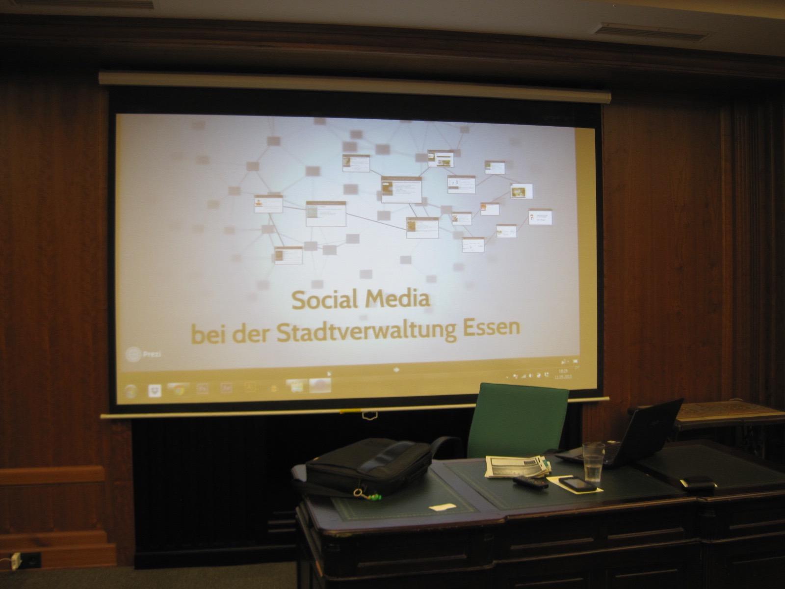 Social Media in einer Behörde.